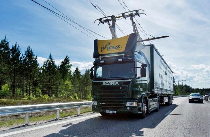 Camión Híbrida Eléctrica de Scania por autopista eléctrica en Suecia