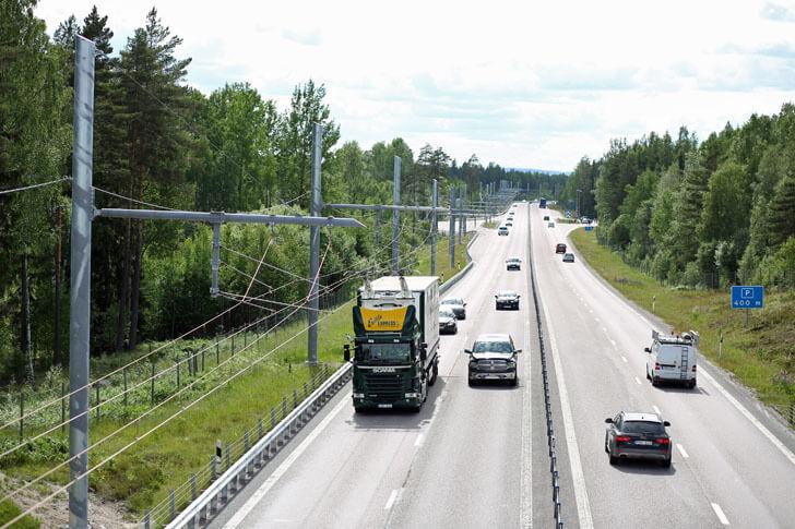 Recorrido del camión Scania por autopista eléctrica en condiciones de tráfico normales