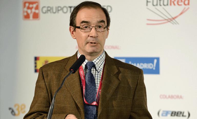 Antonio Gabaldón, Catedrático de la Escuela Técnica Superior de Ingeniería Industrial de la Universidad Politécnica de Cartagena, durante su ponencia en el III Congreso Smart Grids.