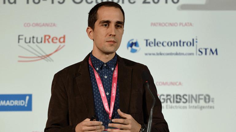 Eduardo Martínez, Experto Tecnológico del Grupo de Estudios de Red y Smart Grids de la Fundación CIRCE, durante su ponencia en el III Congreso Smart Grids.
