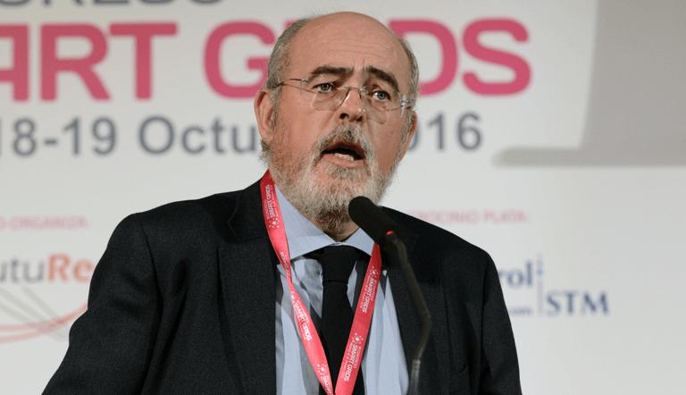 Gregorio Domínguez, Director Técnico del Área de Telecomunicaciones de EPRESA, Electricidad de Puerto Real, duranbte su Conferencia Magistral en el III Congreso Smart Grids.