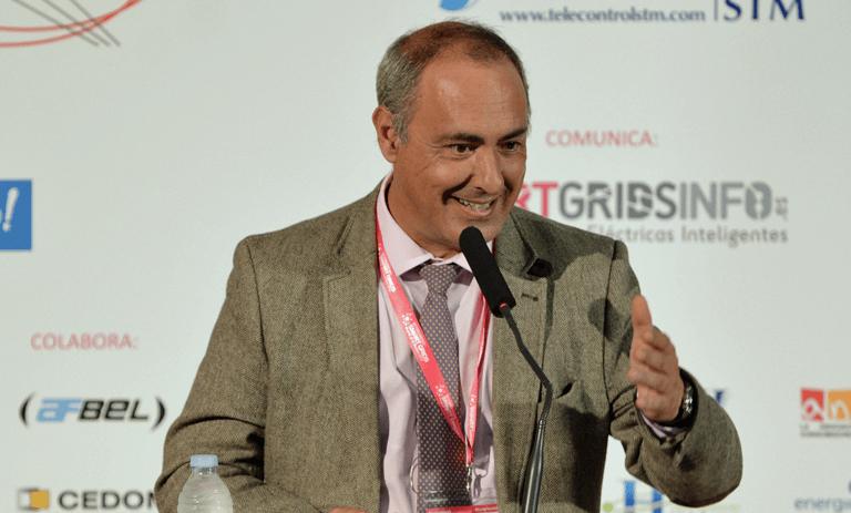 Joaquín Chacón, AEDIVE, moderando el tercer Bloque de Ponenciar del III Congreso Smart Grids.