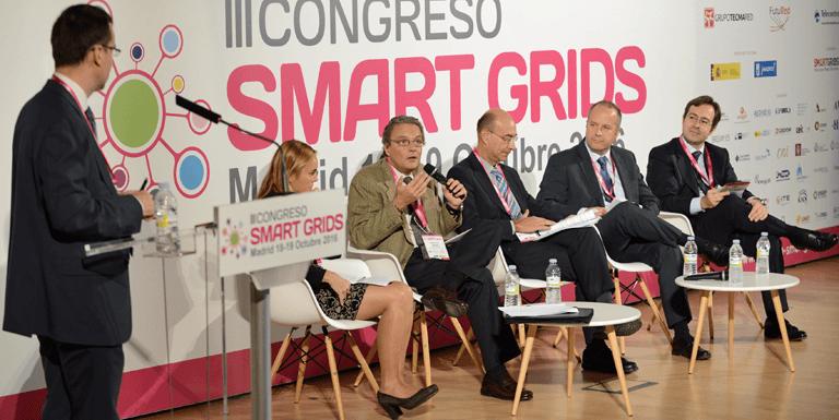 Participantes debatiendo en la Mesa Redonda sobre Retos regulatorios y técnicos en el III Congreso Smart Grids.