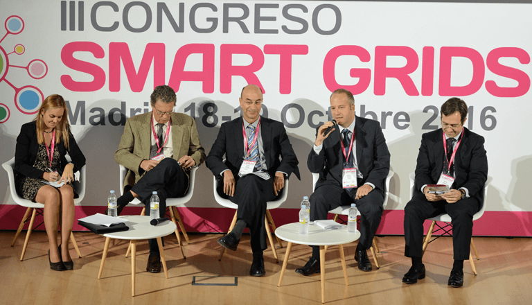 Integrantes de la Mesa Redonda sobre Retos regulatorios y técnicos en el III Congreso Smart Grids.