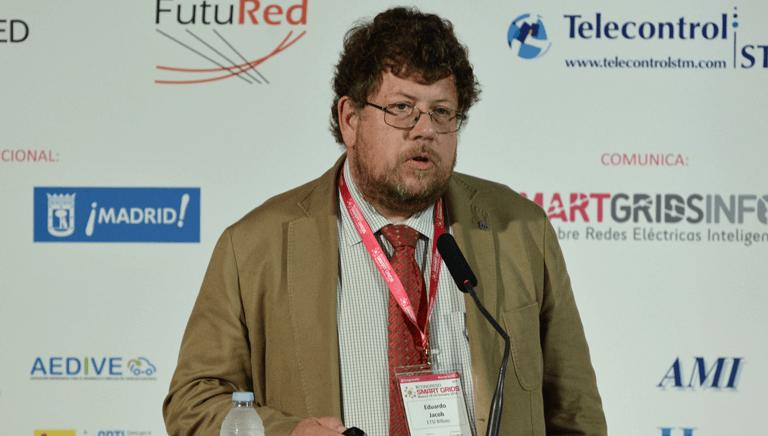 Eduardo Jacob, Profesor Titular de la Universidad País Vasco, durante su presentación en el III Congreso Smart Grids.