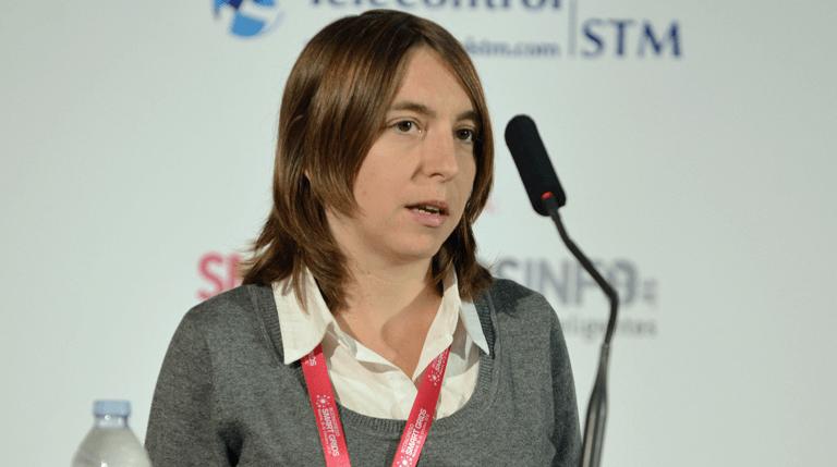 Laura Giménez, Directora Grupo de Estudios de Red y Smart Grids de la Fundación CIRCE. durante su ponencia en el III Congreso Smart Grids.