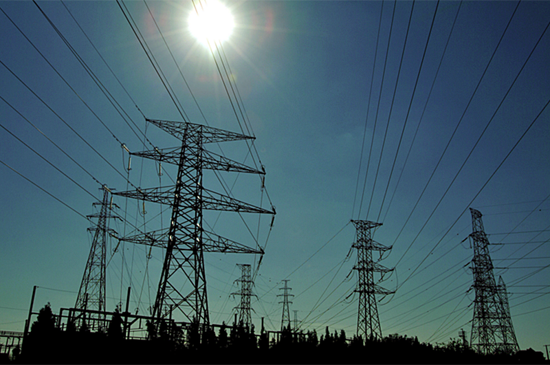 Torres de alta tensión en la red eléctrica europea