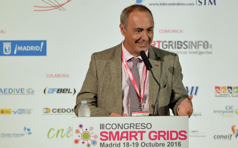 Joaquín Chacón, Aedive, moderando un Bloque de Ponencias del III Congreso Smart Grids