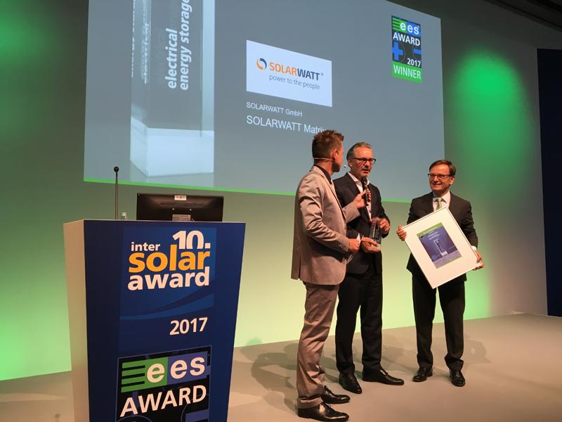 """Solarwatt ha obtenido el premio""""ees Award 2017"""" por su nueva batería MyReserve Matrix."""