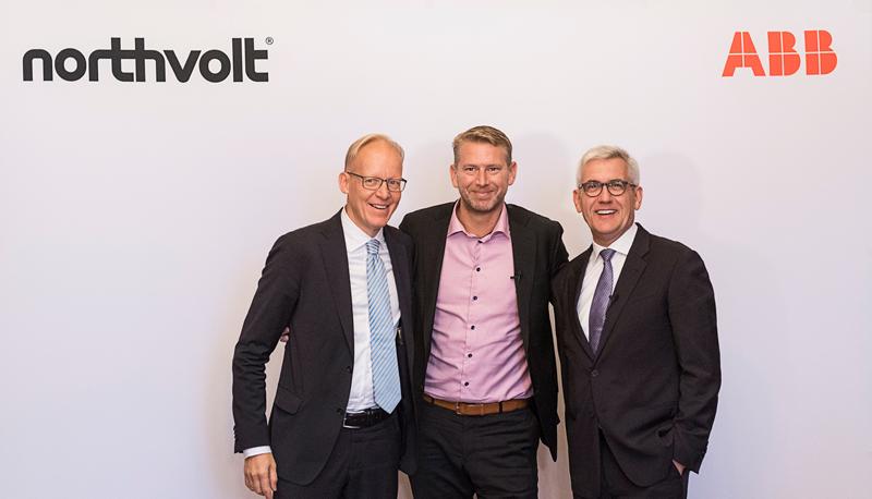 Representantes de ambas compañías, Northvolt y ABB, firmaron la asociación empresarial para construir la fábrica de baterías de iones de litio más grande de Europa y de última generación en Suecia.