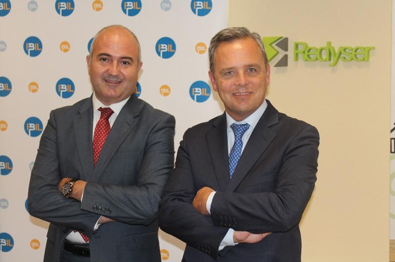 De izquierda a derecha, Lucio Fernández, Director de RSC y RRHH de Redyser; y Jorge Ramos, CEO de IBIL.