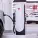 Tesla lanza puntos de recarga más pequeños y de menor potencia para el centro de las ciudades