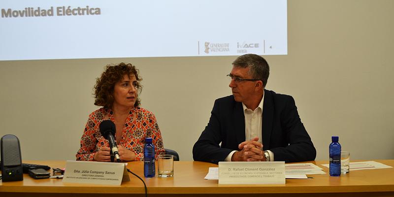 El consejero de Economía Sostenible de la Generalitat Valenciana, Rafa Climent, y la directora de IVACE, Júlia Company, presentaron el Plan del Vehículo Eléctrico y Despliegue de la Infraestructura de Recarga.