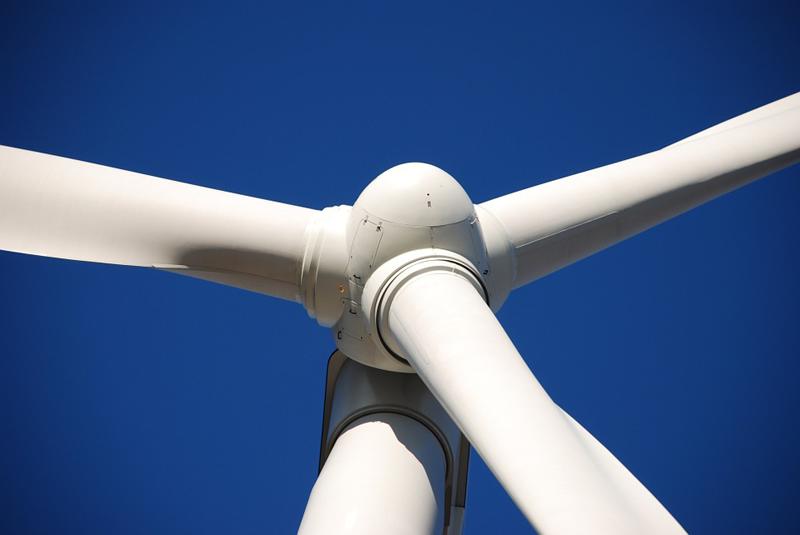 Reduce los tiempos de inspección de las palas de las turbinas de los aerogeneradores de seis horas a solo una hora y media, lo que supone un importante ahorro en costes.