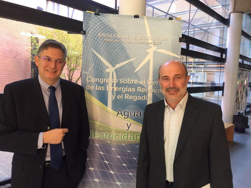 El director general de Industria, Energía y Minería, José Luis Cabezas, en un congreso sobre energías renovables en la Facultad de Derecho de la UCLM en Albacete.