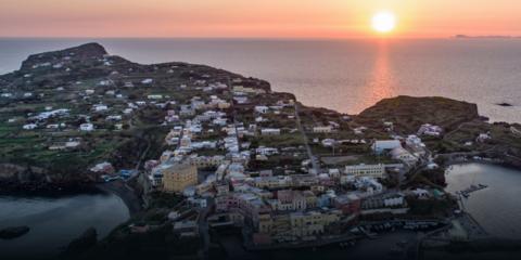 Microgrid con integración de energías renovables en la isla italiana de Ventotene