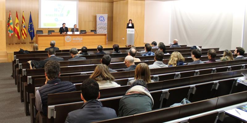Celebración de la jornada de la 'Caravana del Hidrógeno', dentro Proyecto Vueltah, en Huesca para dar a conocer las tecnologías del hidrógeno, la pila de combustible y las energías renovables.