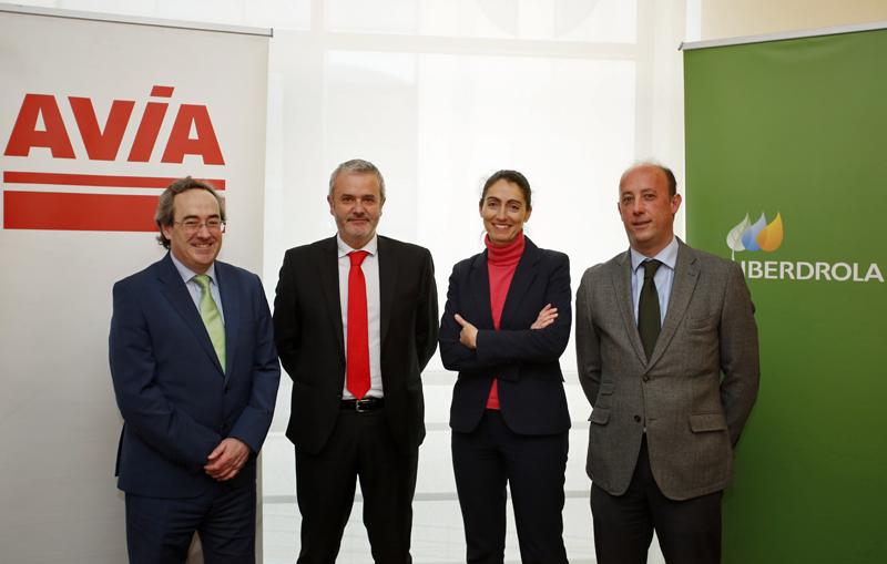 Firma del convenio de colaboración entre AVIA e Iberdrola