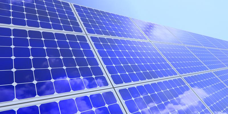 Placas solares. Los mecanismos de subasta de proyectos renovables son de los más utilizados en los países de Oriente Medio y África.