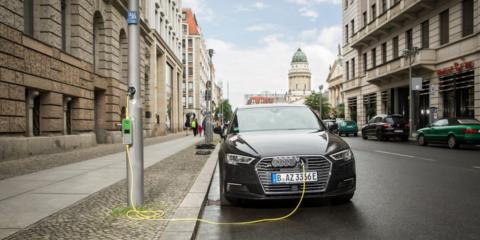 Las farolas urbanas se convierten en puntos de recarga para vehículos eléctricos