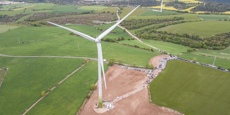El aerogenerador de propiedad común está participado por 500 particulares y organizaciones, entre ellas Greenpeace, que ha suscrito un contrato para comprar la energía limpia que genere.