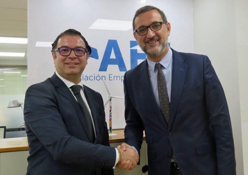 Acuerdo entre AEE y Robert Walters para crear Portal del Empleo Eólico