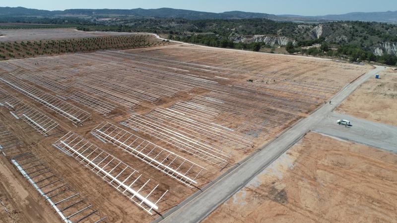 Obras de montaje de la planta fotovoltaica de Mula, en Murcia.