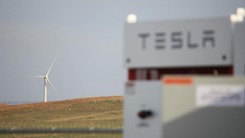 Parque eólico de BP Wind Energy con batería Tesla.