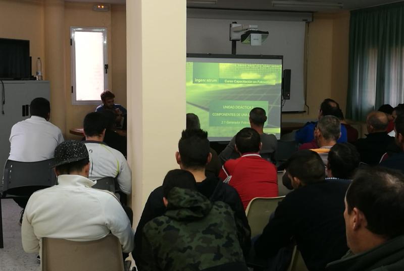 Asistentes al curso de formación de Endesa para desempleeados en el sector fotovoltaico.