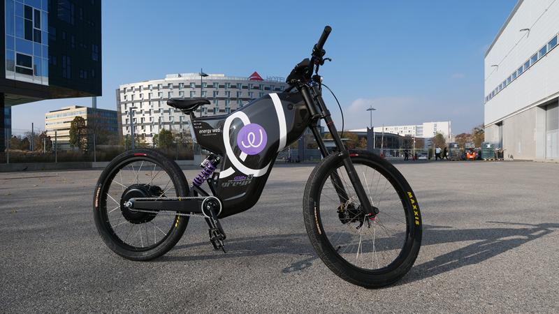 Bicicleta eléctrica. Recarga de vehículos eléctricos.