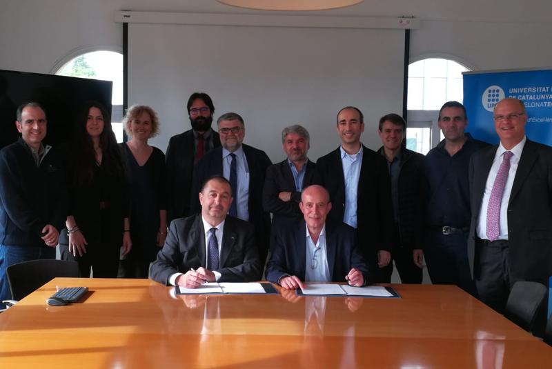 Firma del acuerdo de Siemens y UPC.