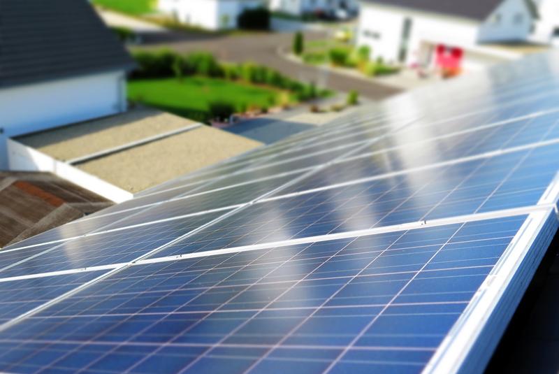 Paneles fotovoltaicos sobre cubierta.