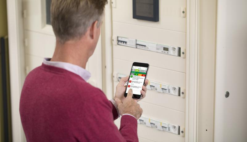 La implementación de EcoStruxure Building Operation permite controlar los recursos de varios edificios de manera remota, ya sea desde un smartphone o una tablet.