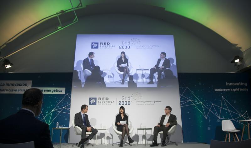 Al acto han acudido el ministro de Ciencia, Innovación y Universidades, Pedro Duque, y el presidente de Red Eléctrica, Jordi Sevilla.
