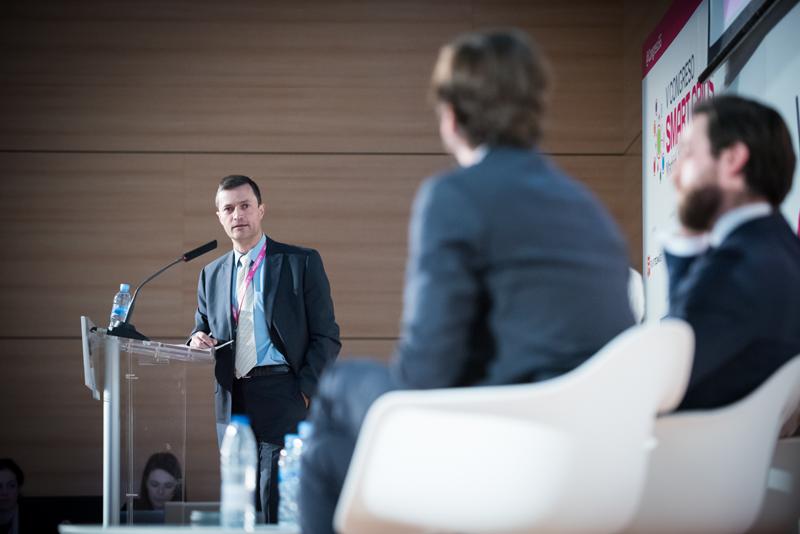 Fernando García moderó la Mesa Redonda del V Congreso Smart Grids.