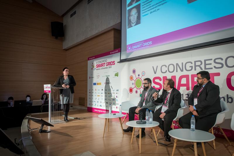 Cristina Corchero moderando el 4 bloque de ponencias del V Congreso Smart Grids.