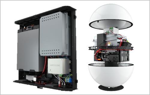 Figura 1. Interior de los sistemas inteligentes de gestión energética de Ampere Energy, donde se observa el inversor, la batería y el Energy Management System junto a sus protecciones.