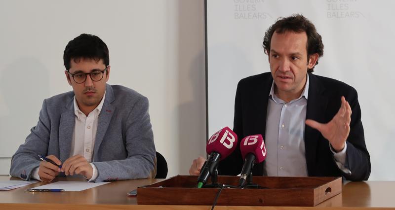 El consejero de Territorio, Energía y Movilidad, Marc Pons, y el director general de Energía y Cambio Climático, Ferran Rosa