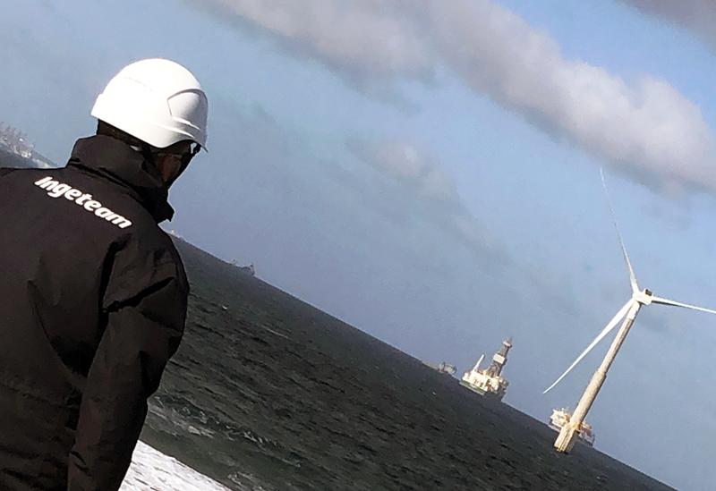 Operario de Ingteam. Prototitpo de aerogenerador offshore de España.