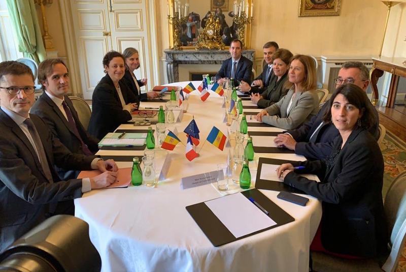 Instantánea de la firma del convenio entre Andorra y EDF.