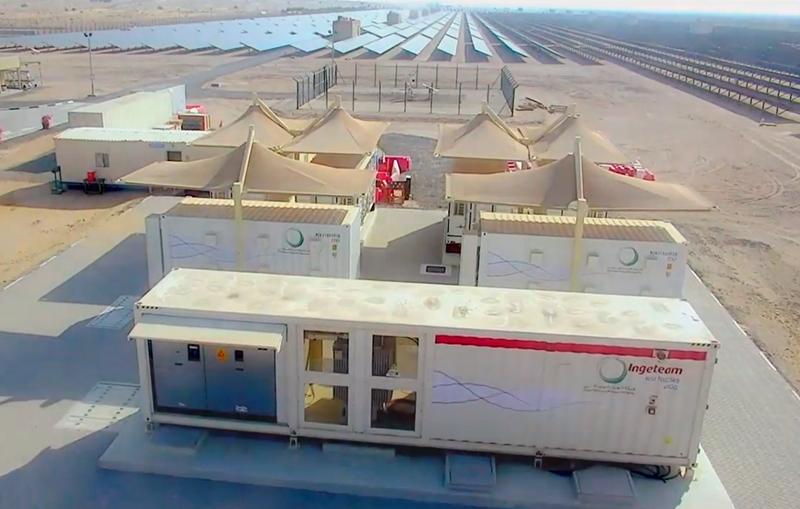 Vista de la storage power station de Ingeteam, junto con los contenedores de baterías y la planta FV.