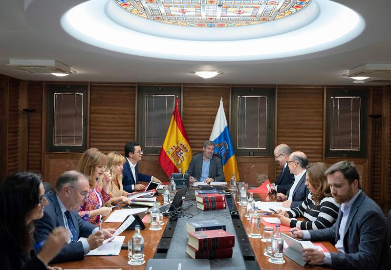 Consejo de Gobierno de Canarias en el que se aprobó, este lunes, el decreto de ejecución de las obras del cable submarino que unirá Lanzarote y Fuerteventura creando una nueva interconexión eléctrica.