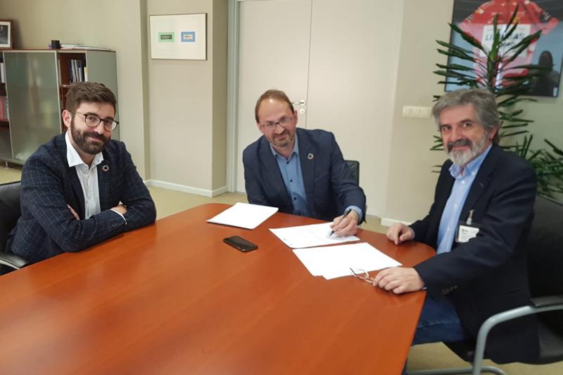 Los representantes de IDAE e ITER en la firma del Protocolo General de Actuación.