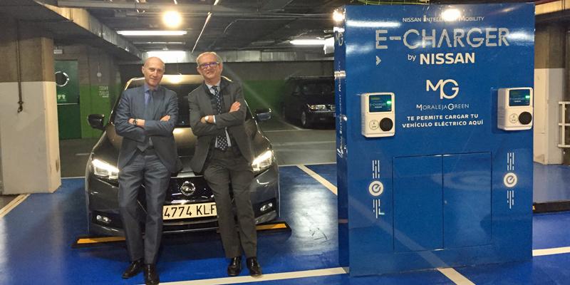 Espacio de carga eléctrica que Nissan ha desplegado en el aparcamiento del Centro Comercial Moraleja Green de Alcobendas (Madrid).
