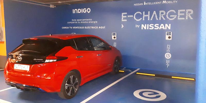 Nuevos puntos de recarga para vehículos eléctricos instalados en aparcamientos subterráneos de la ciudad de Madrid.