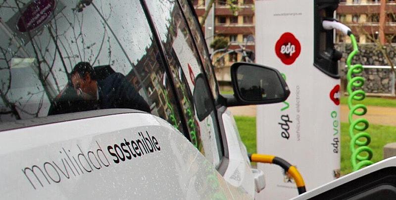 Las obras de instalación de los tres puntos de recarga en el aparcamiento público de las Salesas de Oviedo ya han comenzado y se espera que estén listos en las próximas semanas.