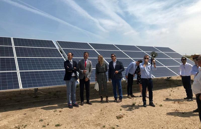 Visita en Yecla a las instalaciones de un nuevo parque solar