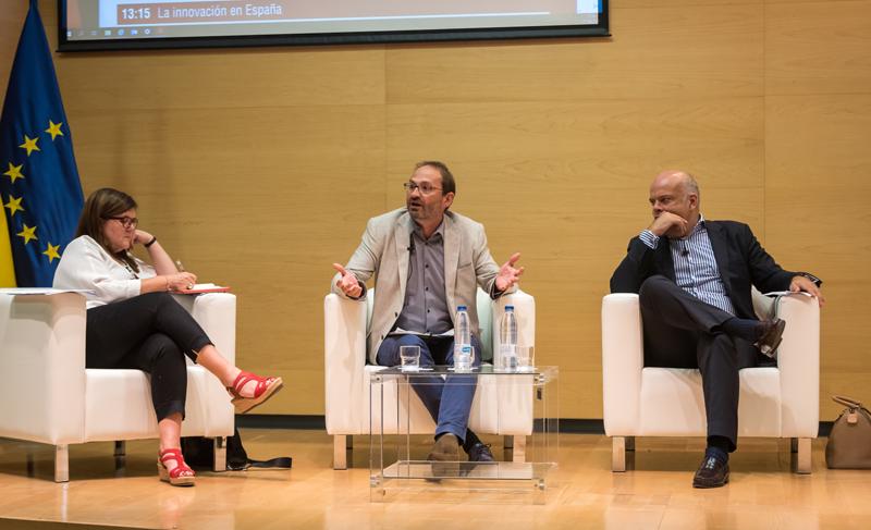 Teresa Riego, directora general de I+D+i; Joan Herrera, director general de Idae; y Santiago Blanco, director de Energía DNV GL en Iberia y Latinoamérica.
