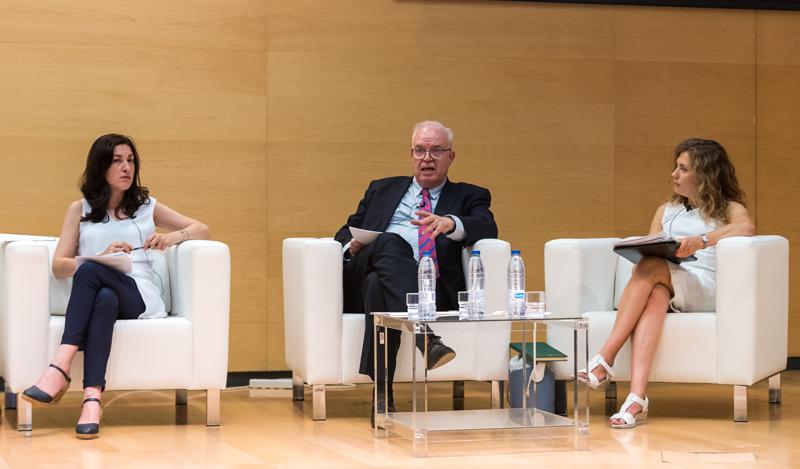 María Fernández, vicepresidenta CNMC; Galo Gutiérrez, director general Industria y de la Pequeña y Mediana Empresa; y María Teresa Velasco, subdirectora general de Eficiencia Energética.