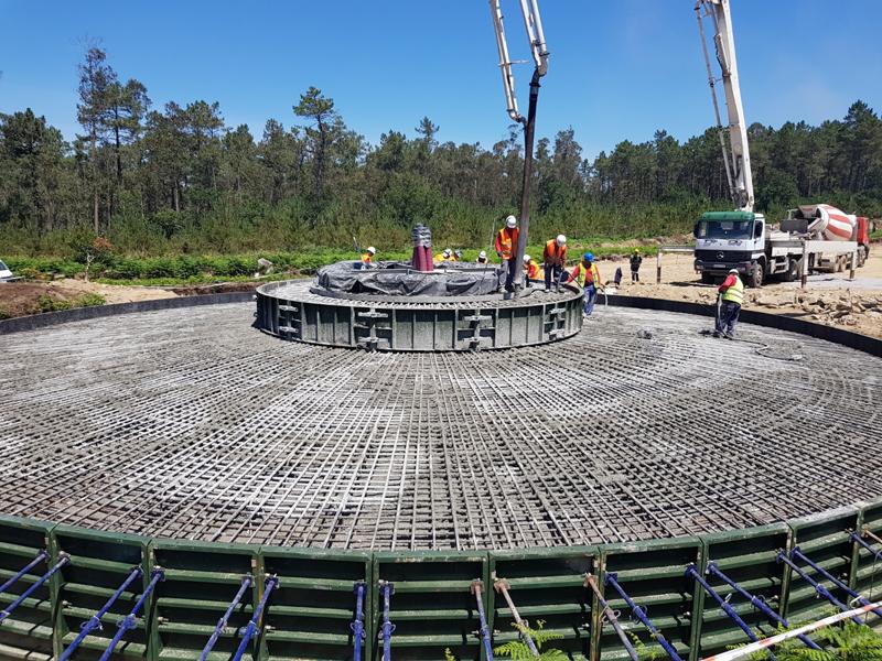 Durante la construcción del parque eólico Miñón en A Coruña.